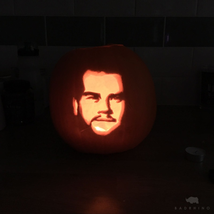 How to carve a Celebrity Pumpkin: 10 Steps (With pictures)